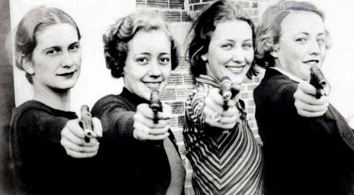 4 women with pistols